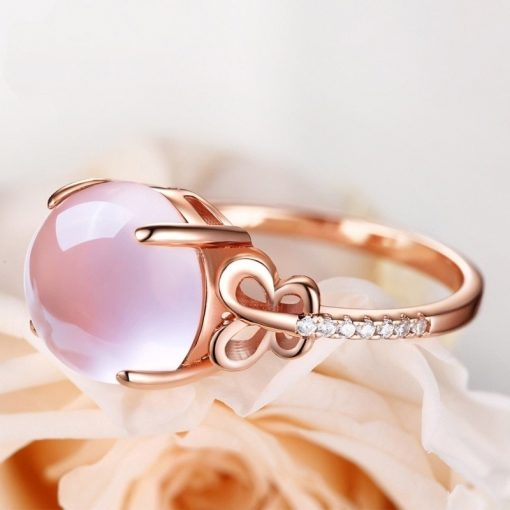 bague-en-opale-rose-couchee