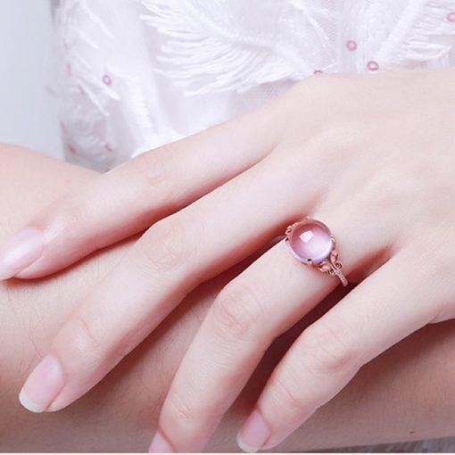 bague-en-opale-rose-portee