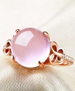 bague-en-opale-rose-zoome-sur-la-pierre