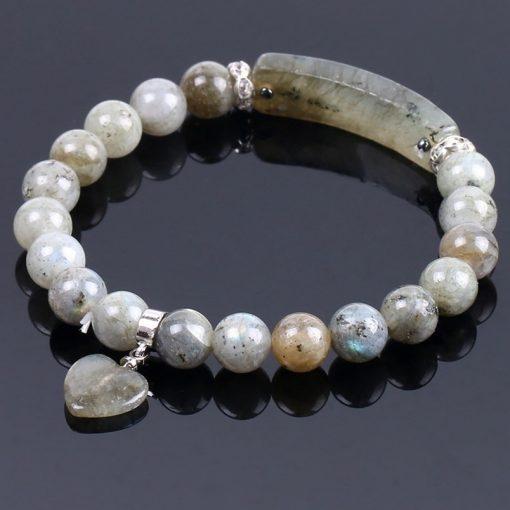bracelet-en-labradorite-blanche-pour femme-sur-fond-noir