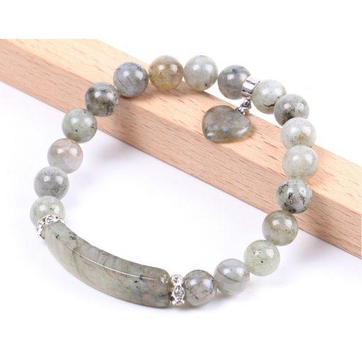 bracelet-en-labradorite-blanche-pour femme-sur-promontoire
