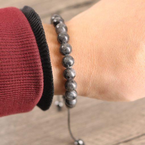 bracelet-en-labradorite-pas cher-au-poignet
