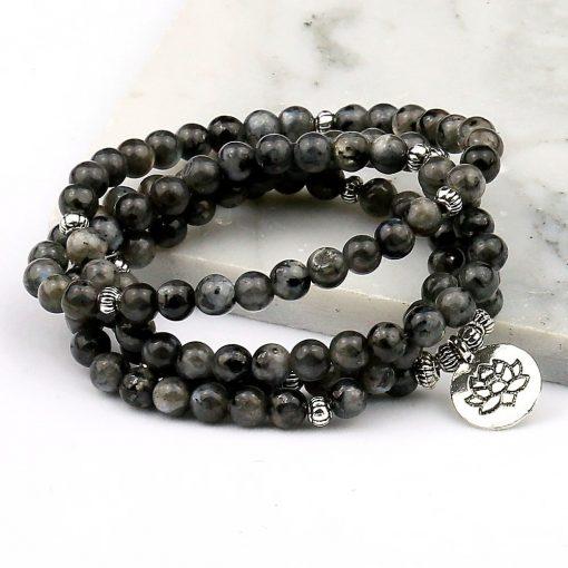 bracelet-mala-en-labradorite-sur-marbre