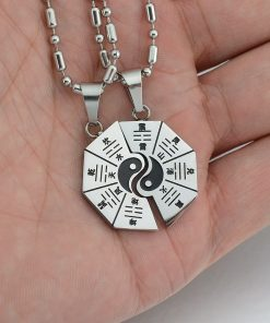collier-avec-pendentif-ying-yang-separable-taille-reelle