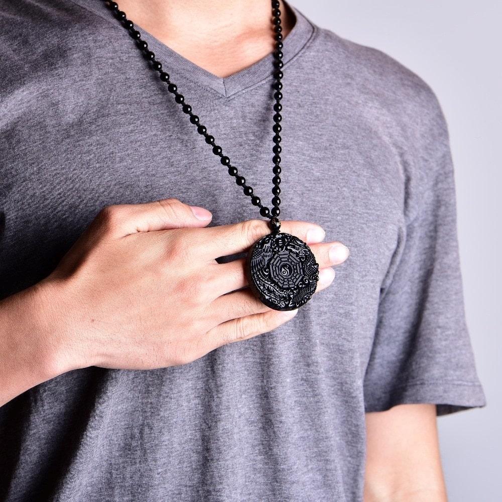 collier homme symbole