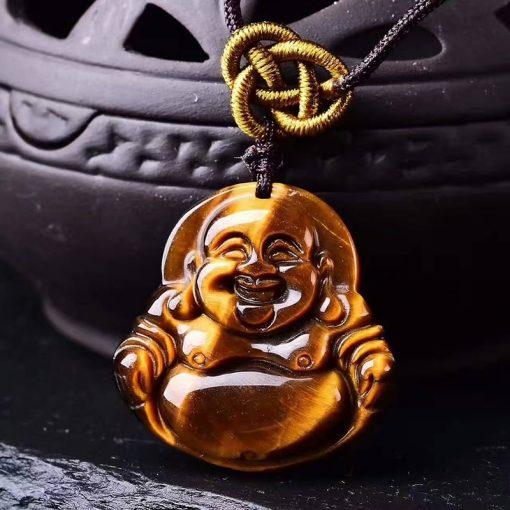 pendentif-en-oeil-de-tigre-avec-bouddha-sur-fond-noir