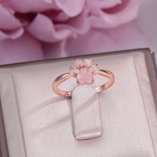 bague-patte-quartz-rose-dans-son-ecrin