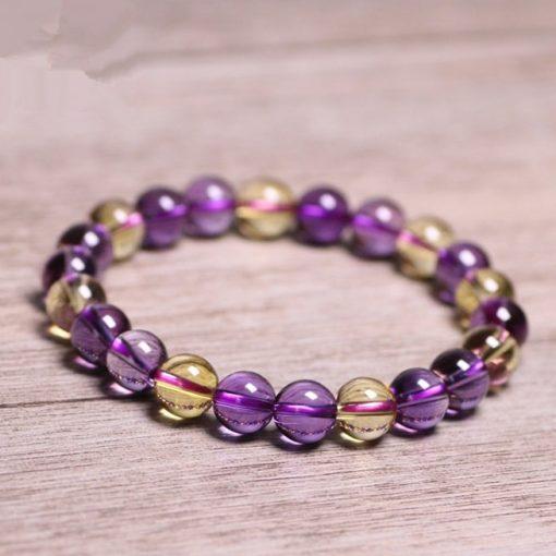 bracelet-citrine-et-amethyste-pose-sur-une-table