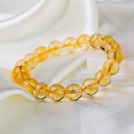 bracelet-en-citrine-jaune-sur-nappe-soyeuse